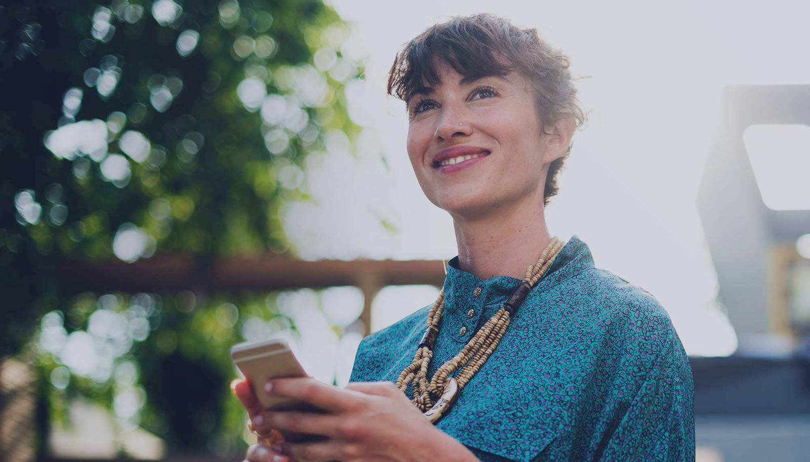 woman-on-smartphone-smiling